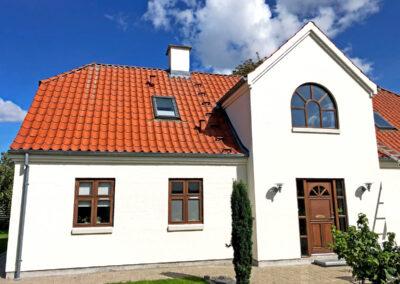 Maling af facade og oliering af døre og vinduer